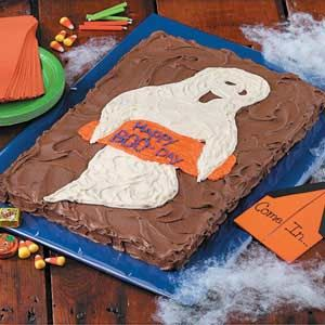 Ghostly 'Boo-Day' Cake RecipeQuick And Easy Recipe, Halloween Parties, Halloween Recipe, Halloween Cake, Halloween Surprise, Cake Recipes