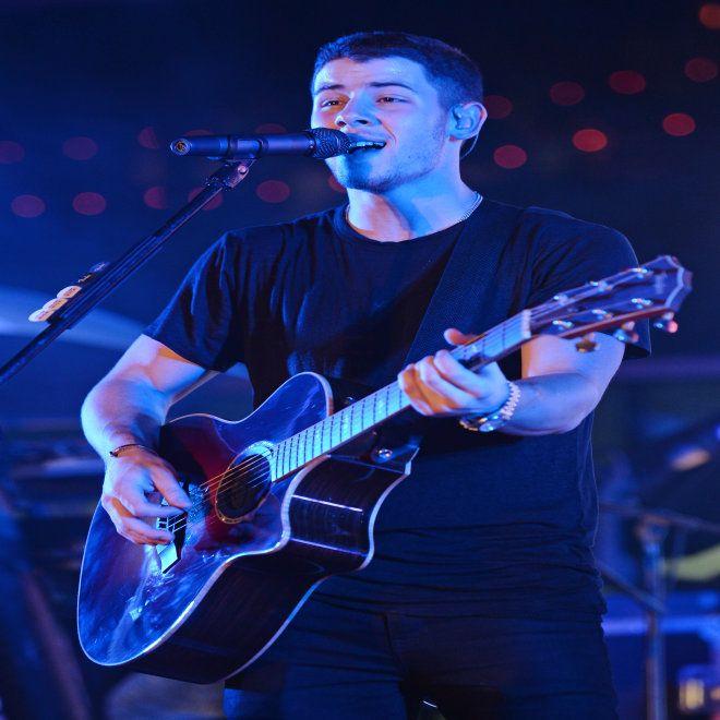 Nick Jonas Talks Ex-Girlfriends, Shows Crotch Grabbing Technique   Cambio