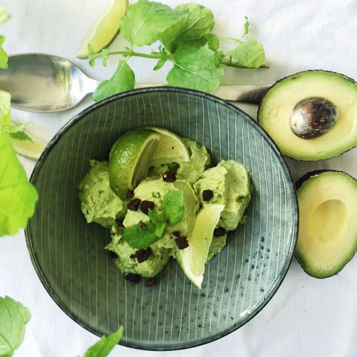 Jeg spår, at dette bliver det nye sort denne sommer; avocado is!    Avocadoen har generelt vundet danskernes hjerter. Måske pga. dens næringsrige indhold, eller også fordi den bare smager ufattelig godt! Vi har ihvertfald altid avokadoer i frugtskålen hjemme hos os, og derfor var det heller....