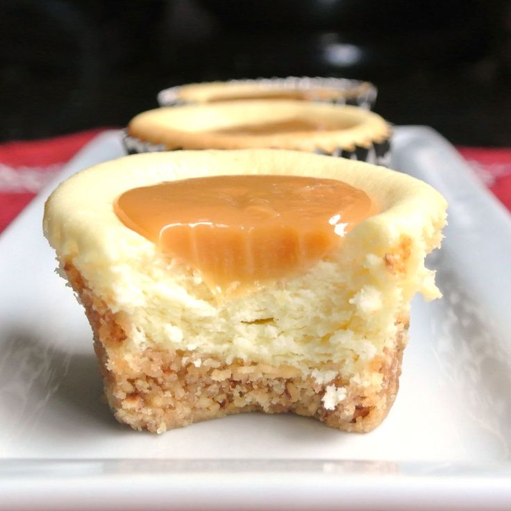 Mini caramel cheesecakes! Holy moly, this one is so easy and tasty and (again) easy. Better try this.