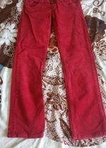 červené manšestrové kalhoty na donošení