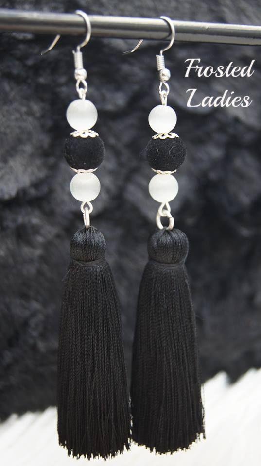 ❤Life Χειροποίητα σκουλαρίκια  φτιαγμένα από ημιπολύτιμη πέτρα Cat's eye 8mm, velvet bead 10mm, και μεταξωτή φούντα . Συνολικό μήκος 11,5 εκ.