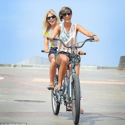 cant really see what they are wearing but it still looks amazing ... Frankie Sandford and Mollie King