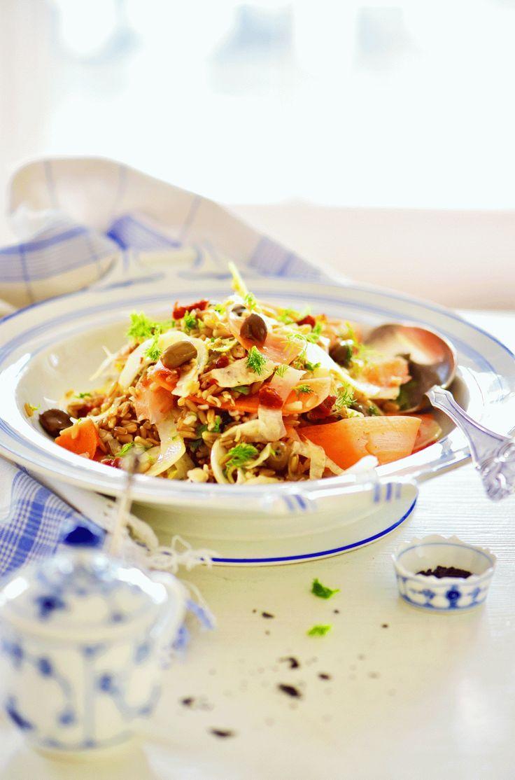 . lækkert tilbehør til frikadeller eller postejer Denne enkle salat er fint tilbehør til mange retter. Men den kan også nydes som frokostret. Den er lynhurtig at lave, og fennikel og gulerødder er …