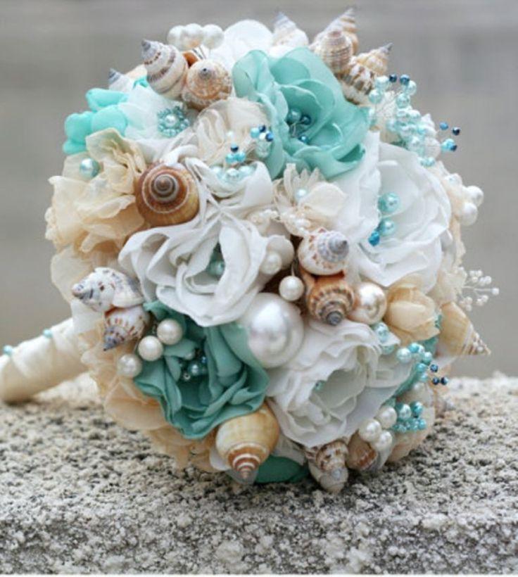 Buque de flores de tecido com acabamentos em p�rolas, cristais, conchas para casamento na praia.