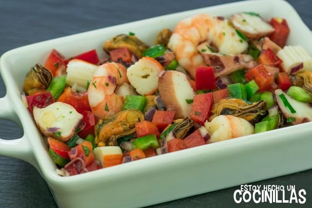 Cómo preparar un salpicón de marisco. Hecho en casa con producto fresco sabe mucho mejor. Receta fácil paso a paso.