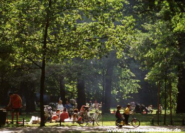 Tiergarten Park - Berliners make good use of the park for outdoor activities, sports and football games and grilling on Sundays is very popular. A large playground or Spielplatz is located on the southeastern corner near Potsdamer Platz.