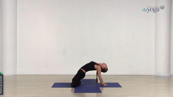 Кабаничий Анна дипломированный инструктор по йоге.  Обучалась Анна в Институте Йога Гуру Ар Сантэма (ИЙГАС), который окончила с отличием. В ее дипломе присутствуют дисциплины: теория и практика йоги, медицина, общая психология, целительство, экстрасенсорика, философия, санскрит.  Анна постоянно находится в творческом поиске и практикует разные стили йоги. Уроки http://dayoga.ru/teachers/anna_kabanichiy
