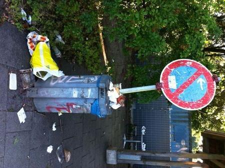 Parkverbot am Mülleimer?    Foto: Ursula Reim