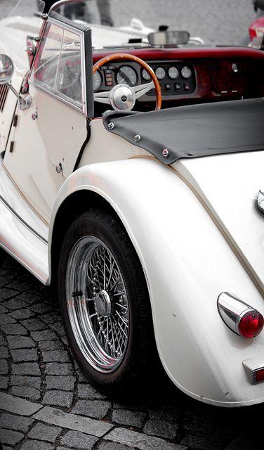 White Vintage Great Wedding Car Ferrari Vs Lamborghini :D Find Th.