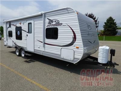 one bedroom trailers the flight 26bh travel trailer by jayco offers a rear 12741