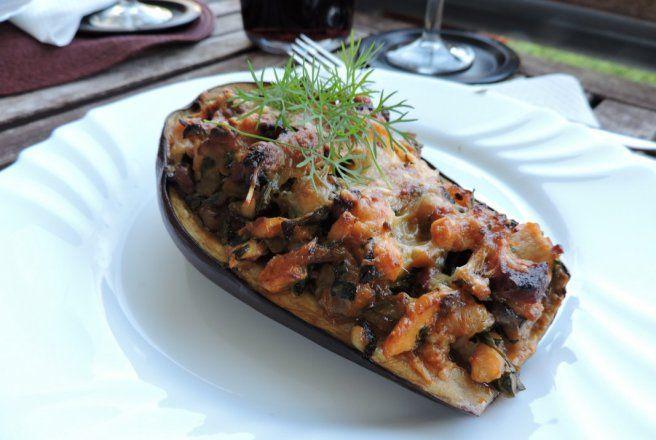 Retete Culinare - Vinete umplute cu piept de pui si ciuperci