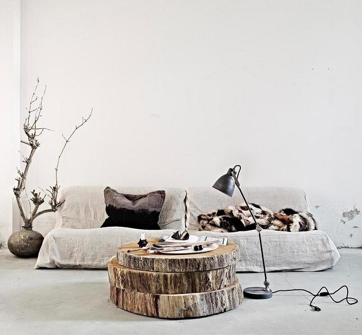 Boomstammen schijven als bijzettafel. Leuke toevoeging in je landelijke interieur! #landelijk #interieur