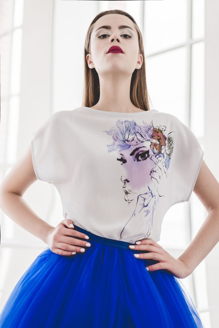 Illustrated silk blouse T067.  A blouse which combines sophistication and gentleness of silk with unique stylistics of Anna Halarewicz's illustration.