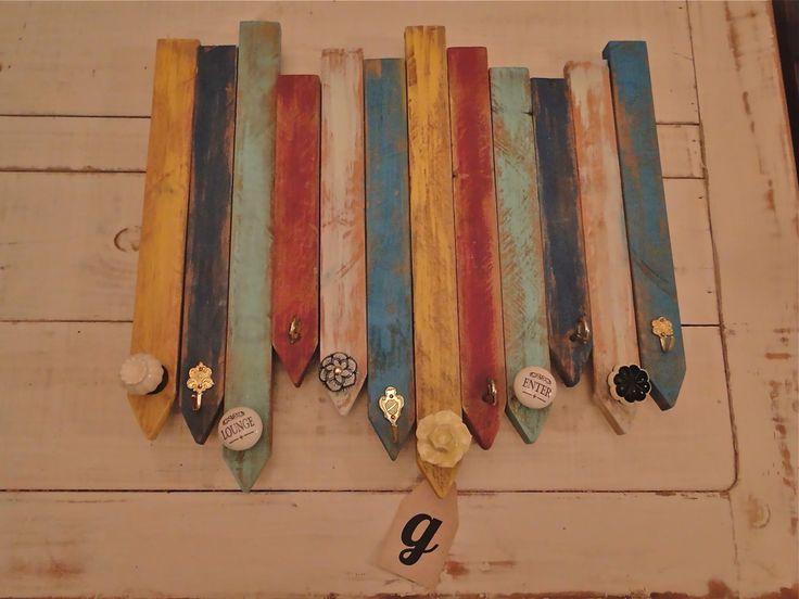 Perchero 45x 60cms.  12 perchas  Turqueza -amarillo - crudo - azul - violeta Decapado