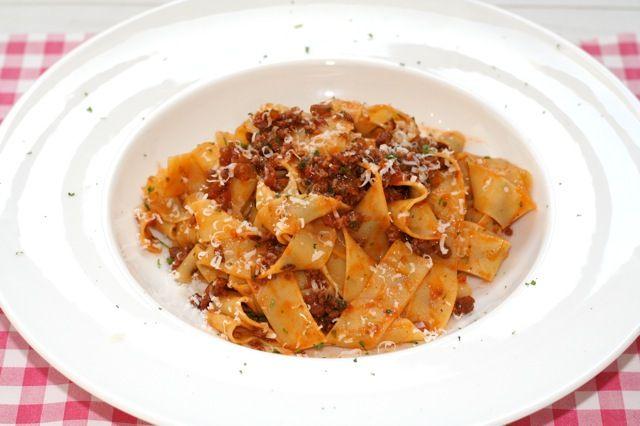 Pappardelle al Ragu | Pasta met een echte Italiaanse vleessaus | Het lekkerste recept vind je op Alles Over Italiaans Eten