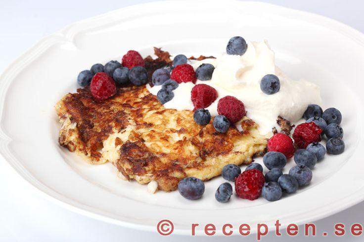 Recept på kesoplättar. Mycket goda, nyttiga med få kolhydrater, LCHF och väldigt mättande! Till mellanmål, lunch eller kvällsmat.