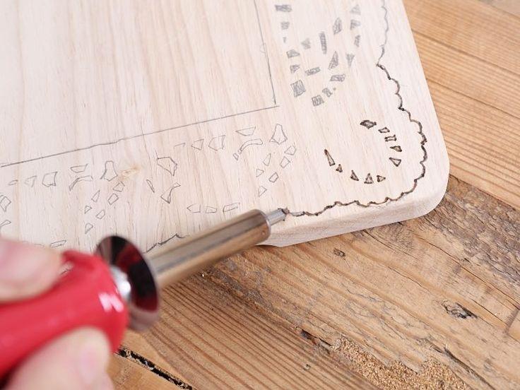 Tutoriales DIY: Cómo grabar los bordes de una tabla de madera vía DaWanda.com