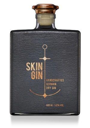 Ein Gin, der aromatisch mehr auf Minze als auf Wacholder setzt. Ein Gin, der durch sein Designauffällt: der Skin Gin.