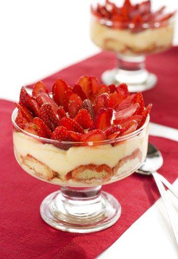 Erdbeer-Sekt-Tiramisu - das perfekte Dessert für den Sommer! Rezept auf www.gofeminin.de/kochen-backen/brunch-d22287c287221.html