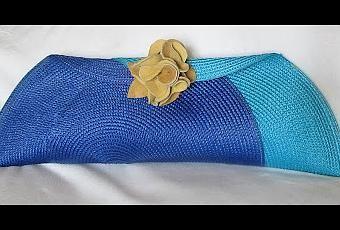 Otra idea genial que hemos encontrado en la red!! Hoy vamos a aprender cómo hacer un bolso de mano con dos manteles o salvamanteles de mimbre. Los podemos encontrar en cualquier gran superficie, o en las tiendas multiprecios. Hay infinidad de colo...