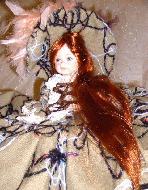 italiana porcellana eseguita  con tessuto moderno capelli sintetici