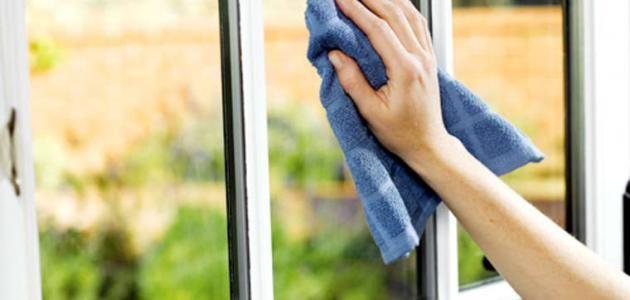 محتويات  ١ الزّجاج والمرايا ٢ طرق تنظيف الزجاج ٣ خلطات أخرى لتنظيف الزجاج ٤ نصائح أثناء عمليّة تنظيف الزجاج ٥ طرق تنظيف المرايا ٦ نصائح أثناء عمليّة ت