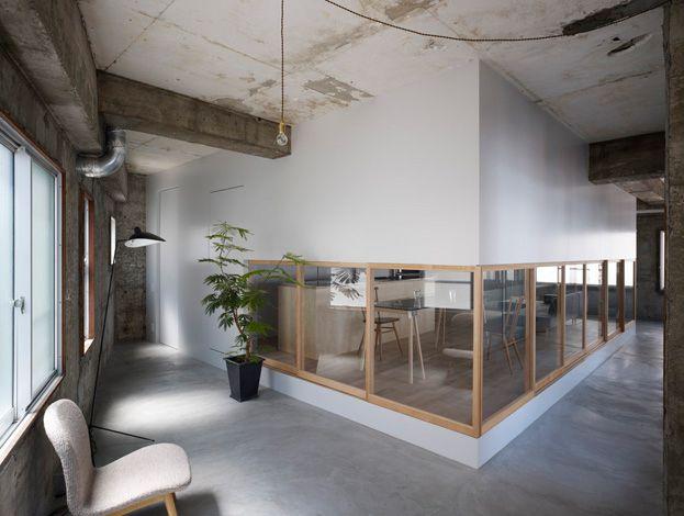 にじり戸みたいに、出入りできるのもいいな。土間との部屋の http://www.suppose.jp/works/2009/06/post-17.html 上大須賀の家