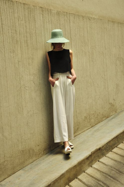 Have super wide, fluid cream pants like these ... this is good styling for them, though the top could be less cropped. Love the shape of this hat too