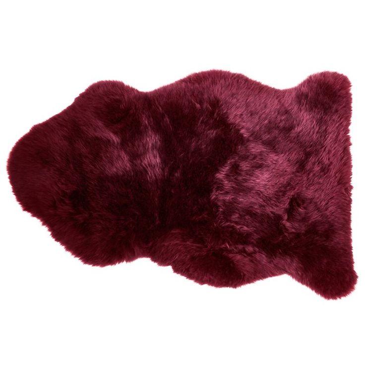 Met dit Dutchbone Shaun Schapenvacht geef je een sfeervolle, knusse look aan je interieur. Leg hem bijvoorbeeld over een stoel of op de grond: lekker comfortabel! #vindjouwmooi #fonQ #mooi