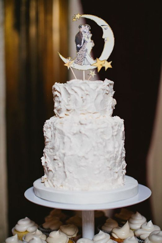 Glamorous 1920s moon and stars wedding cake
