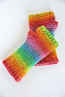 """I used a 4mm hook throughout. After completing 18 rows, I moved to the """"Shaping the Gusset"""" section. After that, I only decreased to 34 stitches, joined with a sl st, then did the row o..."""