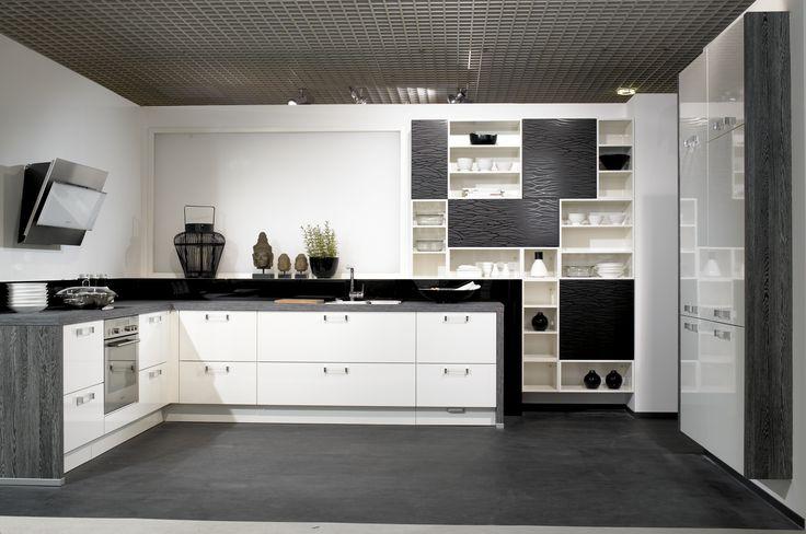 Cocina en blanco y negro con detalles en gris the for Encimera de cocina lacada en blanco negro