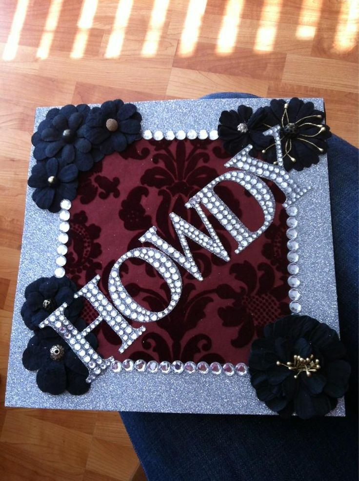 Decorated graduation cap! c/o 2012. i would decorate anything like this