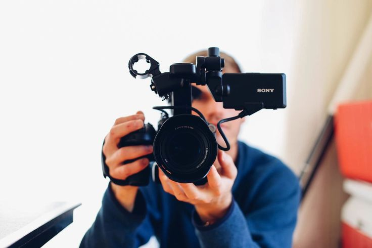 Five Top Vloggers To Watch On Youtube.  Top Youtube Vloggers to watch for inspiration | Travel vloggers to watch  | Youtubers that make decent money.