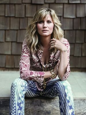 Jennifer Nettles (photo: James Minchin)  Love Sugarland