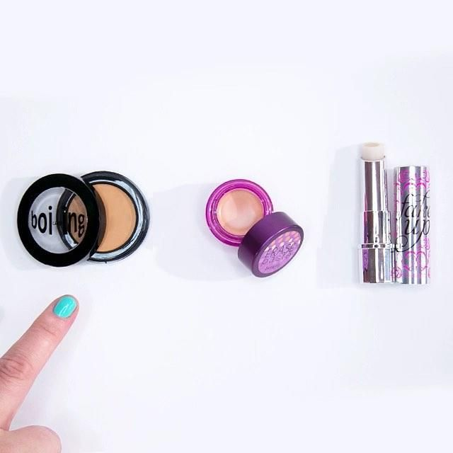 Do you love boi-ing for industrial strength coverage, erase paste for color correcting or fake up to hide AND hydrate!? Tell us which concealer gets you going in the morning!