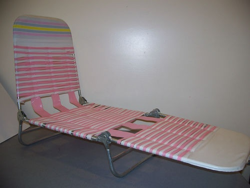 Childs vintage plastic vinyl tube strap lawn chaise lounge folding chair tann