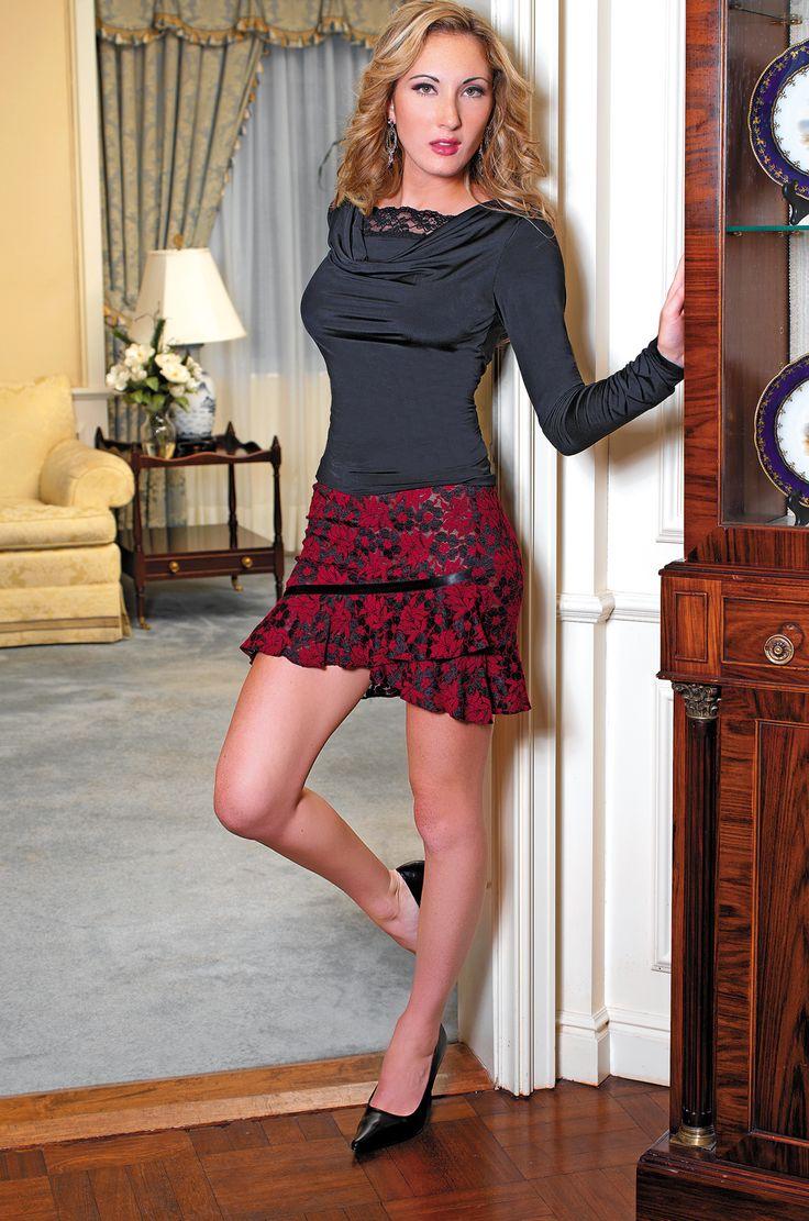 красивый транс в черном платье