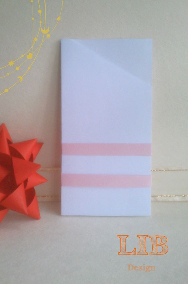 Modelo: Sobre Rectangular Ala Superior Triangular. Orientación: Vertical. ¡Pequeños Detalles hechos por Gente Grande y Divertida! ¡Conoce más de nosotros! Packaging ~ Twitter: LetItBeBox ~ Facebook: LetItBeBox