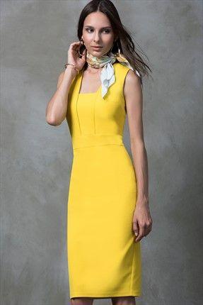 Yaka Detaylı Sarı Elbise