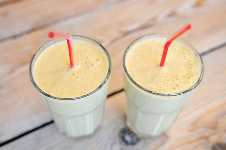 Meloen/banaan smoothie: ½ Galiameloen, 1 banaan - 5 eetlepels yoghurt, 6 eetlepels havermout. Mix alles in de blender.