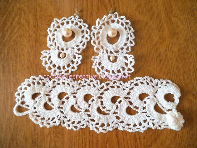 Orecchini e bracciale con perle a uncinetto, per informazioni ⇩ http://coccinellecreative.blogspot.it/2013/10/orecchini-e-bracciale-con-perle.html