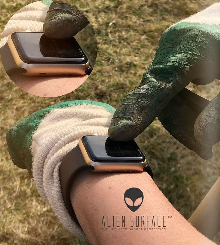 Îți faci griji ca smartwatch-ul tău se zgârie?⌚️ Folia 👽#AlienSurface™️ îl protejează indiferent de situație.👍🏻  👉🏻www.aliensurface.ro