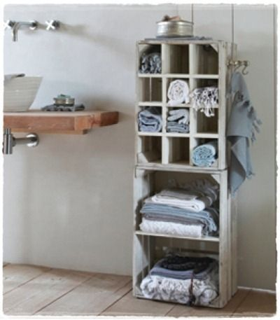 Nice! White fruit crates for towels in the bathroom #DIY #inspiration #idea