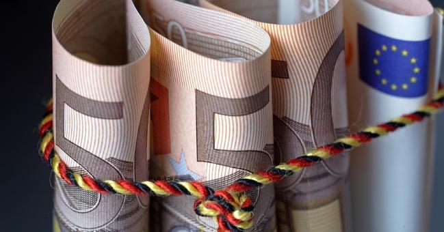 Bundeshaushalt 2014  Haushalt ohne Schulden    Ein strukturell ausgeglichener Bundeshaushalt 2014, schwarze Zahlen 2015 und Überschüsse ab 2016. Das sind die Meilensteine, die die Bundesregierung mit ihrem erfolgreichen Konsolidierungs- und Wachstumskurs für die nächsten Jahre setzt.
