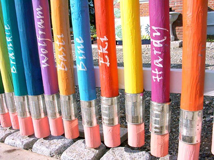 adelaparvu.com despre casa colorata, gard cu forma de creioane, interioare colorate, idei creative acasa, designer Bine Braendle (31)