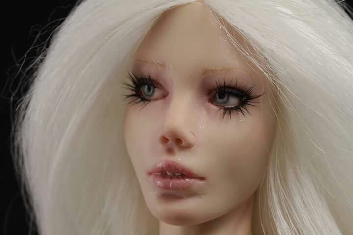 Lady White Ghost by Elettra Land Ooak Creations - close up