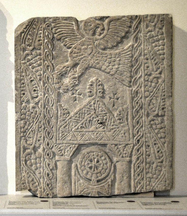 Британский музей. И поразительно похожий рельеф из музея Боде в Берлине. Там он датируется VII-VIII веками. http://www.britishmuseum.org/research/c ollection_online/collection_object_detai…
