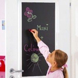 Krijtfolie wordt veel op kantoren of scholen gebruikt. Natuurlijk staat schoolbord plakplastic niet alleen maar leuk op kantoor of op school... Plak het op tafeltjes, in de kinderkamer, in de keuken of op het toilet, zodat iedereen daar letterlijk en figuurlijk z'n boodschap achter kan laten! Verkrijgbaar bij Deco Home Bos in Boxmeer. www.decohomebos.nl